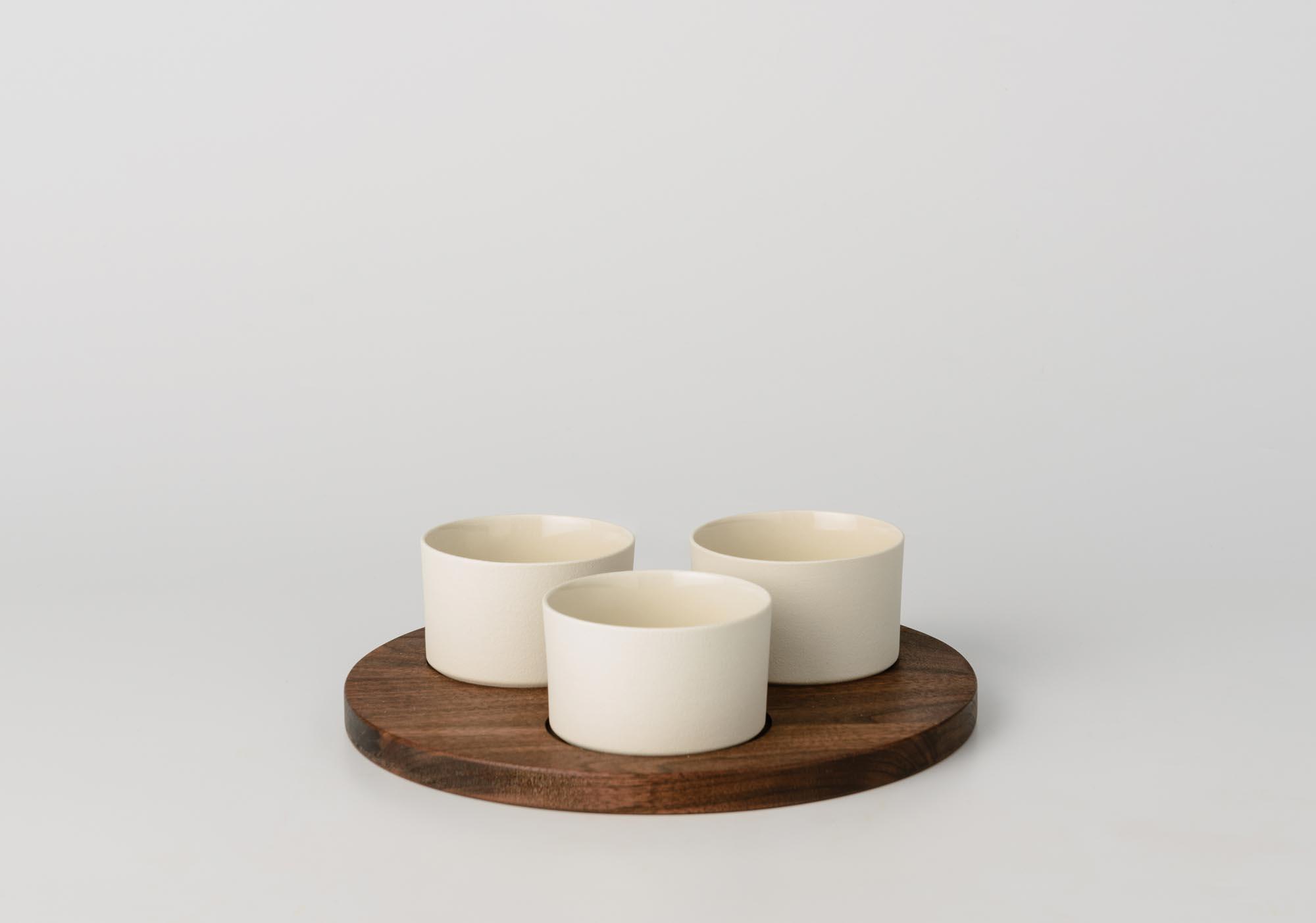 Ciotole In Ceramica.Antipastiera Con Ciotole Tonde In Ceramica E Vassoio In Legno